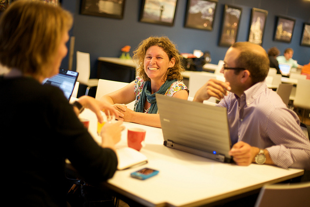 図書館内の5つのコワーキング・スペースとビジネス養成所――地元の働く人々を支援する