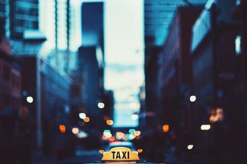 従来のタクシー会社やライドシェア大手に対抗する、協同組合型タクシー