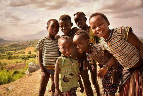 世界人道サミット:援助物資提供の改善と人道への課題での前進を誓う
