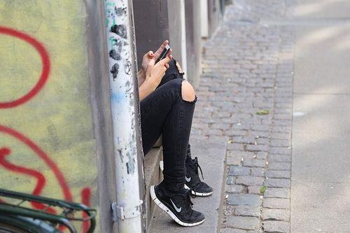 米国人の半数は孤独を感じている