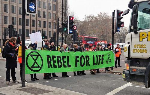 気候非常事態宣言を行う自治体増加中、英国議会も宣言