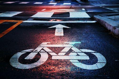 パリのすべての道路を2024年までに自転車に優しい道路に